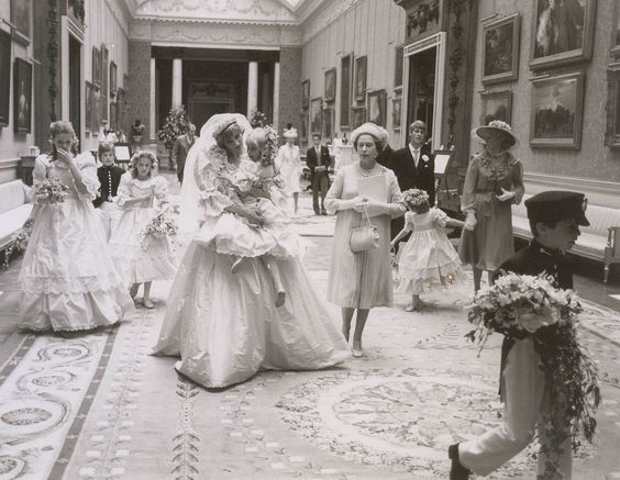 Never-Before-Seen Photos From Princess Diana's Wedding ...