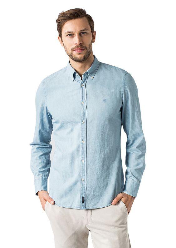 Speziell verarbeitetes Langarmhemd im authentischen und leicht strukturierten Denim-Look. Kompakte, veredelte 100%-ige Baumwolle und der körpernahe Schnitt sorgen für eine tolle Passform....