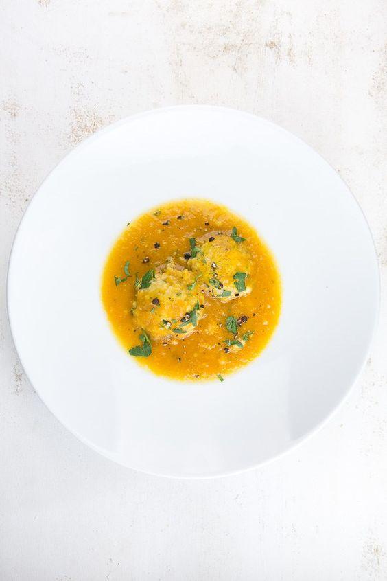 Karotten-Kardamom-Suppe mit Ricotta-Klößchen und Kampot-Pfeffer