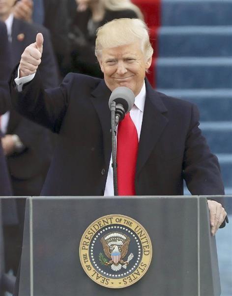 演説にグー トランプ大統領