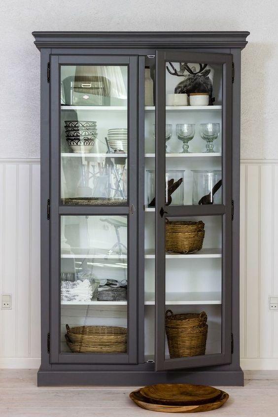 den smukke cathrine vitrine fra zanz er udformet af dygtige uddannede m belsnedkere vitrinen. Black Bedroom Furniture Sets. Home Design Ideas