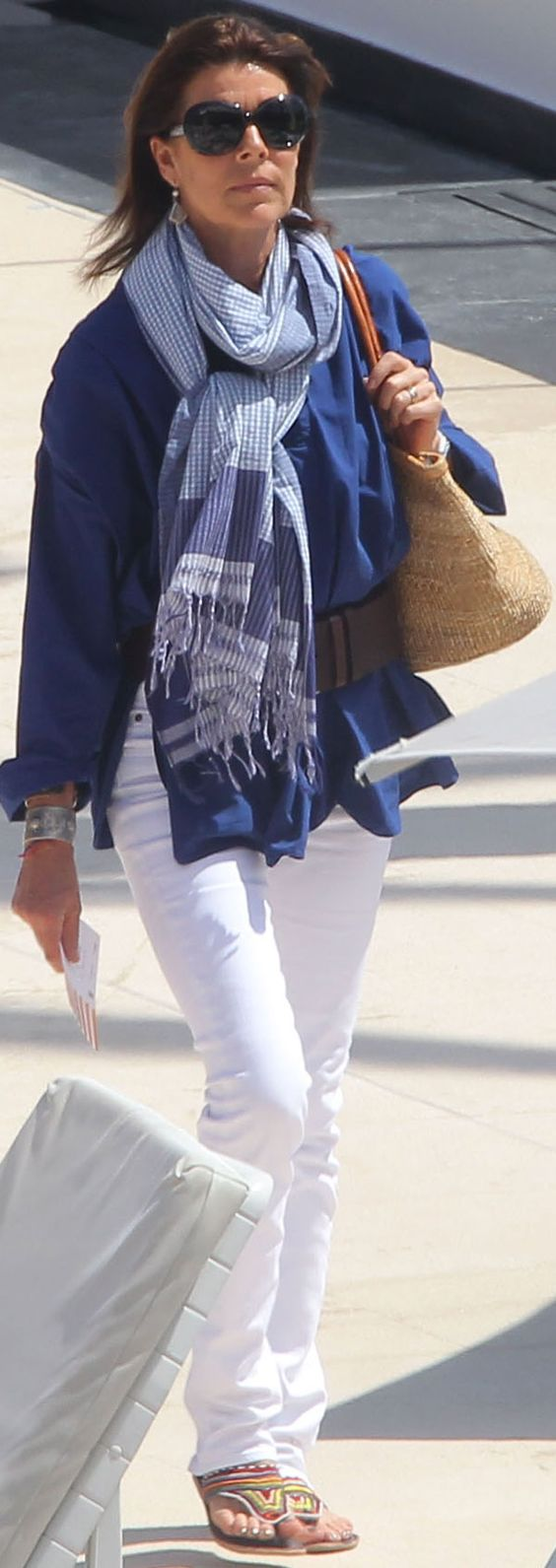 Maxi foulard.  Thank you, Princess Caroline, for a great idea for a spring outfit.