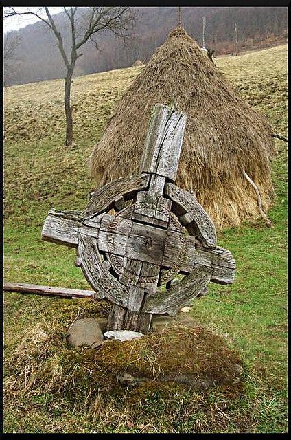 """O să pun mai fotografii cu această cruce, din ani diferiţi, că e interesant cum a """"evoluat""""."""