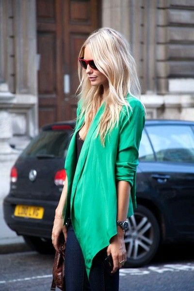love the teal: Green Blazer, Emerald Green, Fashion Style, Bright Blazer, Street Style, Blond, Kelly Green, Hair Color