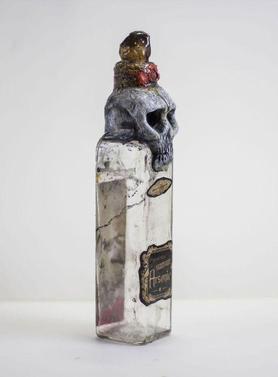 H・P・ラブクラフトの世界観を閉じ込めた禍々しい瓶コレクション : カラパイア