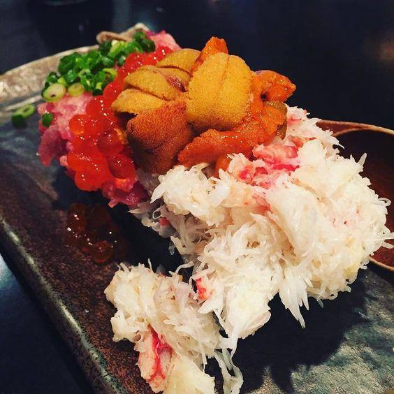 "Giant ""Nokke"" Sushi @Uoshin Nogizaka#HashDish #tokyo #japan #japanesefood #lunch #dinner #yum #yummy #instafood #foodstagram #foodie #sushi #giant #seaurchin #crab #tuna Photo Credit:@nari0815 by hashdish_tokyo"