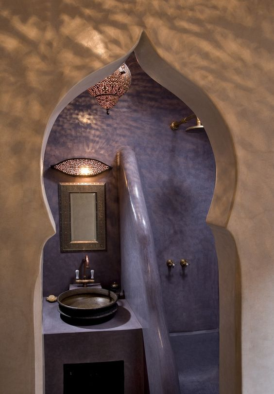 Lovely Moroccan bathroom. Tadelakt walls and some gorgeous lighting. www.decorarconarte.com