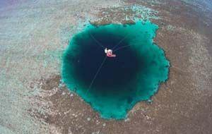Blue Hole entdeckt - vor den Paracel-Inseln geht es 300 Meter in die Tiefe