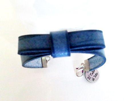 #Pulsera lazo en color azul vaquero. Se puede comprar en : eltallerdemir@hotmail.com http://eltallerdemir.over-blog.es