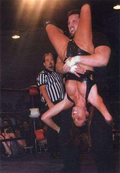 Image from http://i287.photobucket.com/albums/ll122/mwolfe88/Francine-ECW-006.jpg.