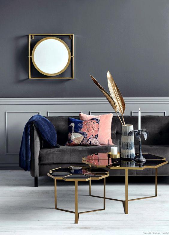 Velours, marbre, laiton et couleurs poudrées, tous les éléments pour aménager un intérieur inspiré de l'esprit boudoir.