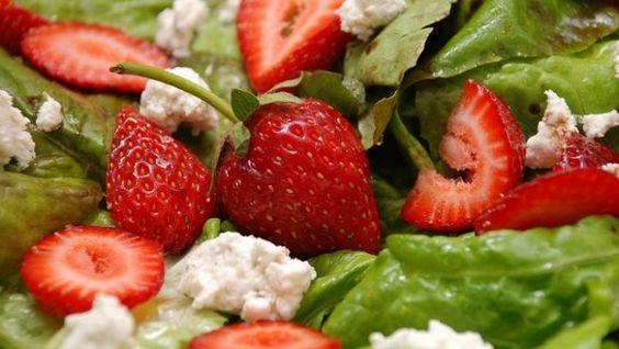 L'insalata di spinaci e fragole, contorno rosso ed esotico per Capodanno