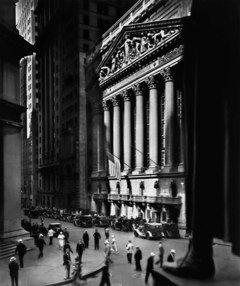 Berenice Abott  New York Stock Exchange, New York, 1933  Documentación de grupos humanos en la ciudad.  Fotografía documental. Revisión