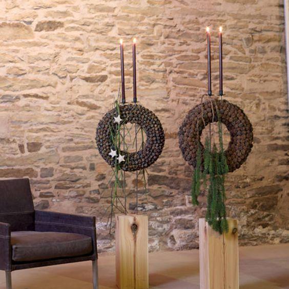 Insbesondere durch die Verdopplung wirkt diese Kerzenleuchtergestaltung als Raumschmuck besonders prachtvoll