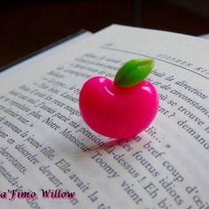 Jolie bague enfant pomme rose en résine