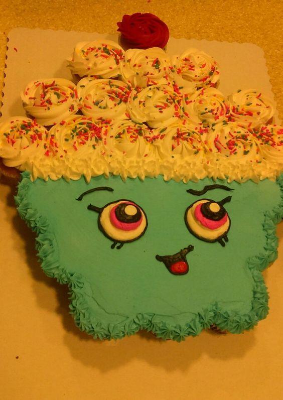 Shopkins Pull-Apart Cupcake Cake: