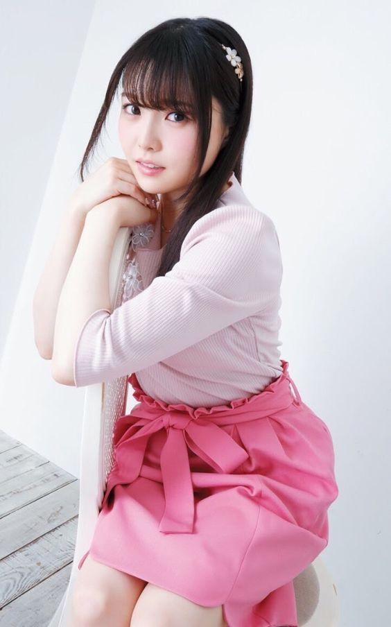 上下ピンクのお洋服の麻倉ももさん