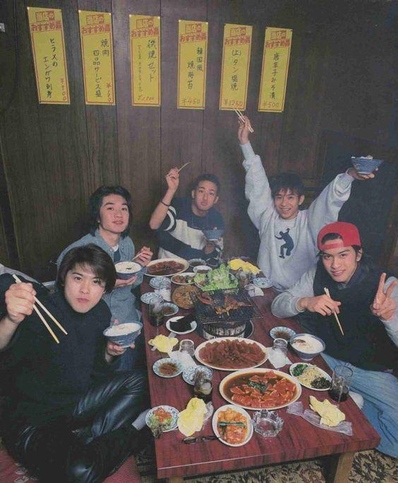 TOKIO若い5人が焼き肉を食べる壁紙