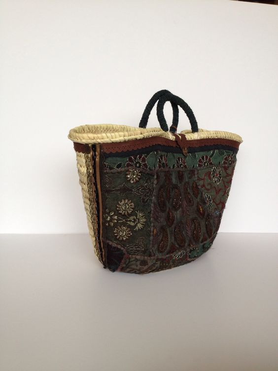 Capazo SITARA. cesto grande decorado con tela india bordada . Forro interior loneta natural . By Cuqui Miluki. Coleccion 2015