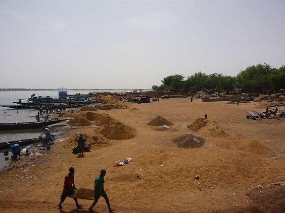 * Ségou (aka Segu, Seku) * Mali. É a 3ª maior Cidade do Mali. População: 100.000 habitantes (em 2009).