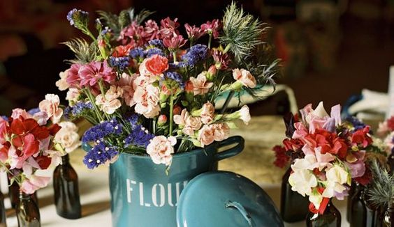 L'été voit éclore de nombreuses variétés de végétaux, des plus élégants aux plus sauvages. Zoom sur les fleurs du mois d'août pour décorer son mariage.
