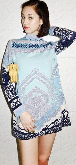 シンプルな服を重ね着する水原希子のかわいくてかっこいい画像