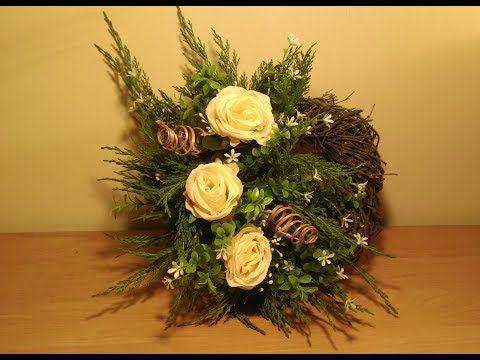 Merhaba Arkadaslar Yine Farkli Bir Oya Ile Birlikteyiz Zambak Oyasinin Bir Cok Cesidini Yaptim Bu Yaptigim Ise En Pr Flower App Christmas Wreaths Holiday Decor