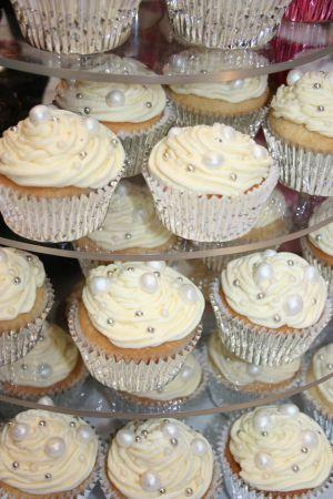 pearl cupcakes (idea for 30th wedding anniversary)