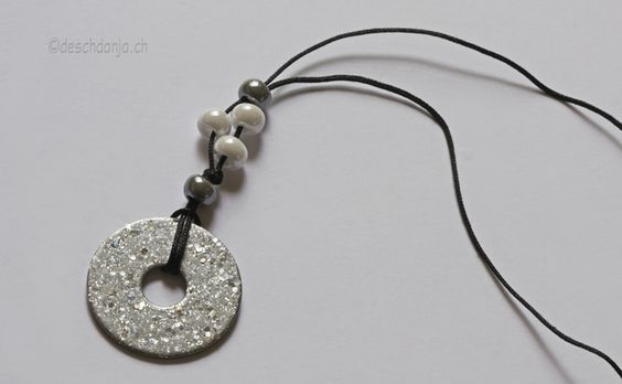 Tutorial for easy pendant: Washer with nail polish and Fimo Liquid, www.deschdanja.ch
