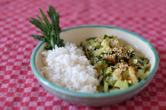 Sesam-Zucchini Einfach, schnell,lecker und gesund.Mit diesem Rezept…