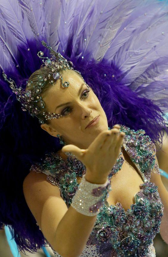 CAMPEÃ 2015 do Carnaval de São Paulo: Escola de Samba Vai-Vai * Ana Hickmann
