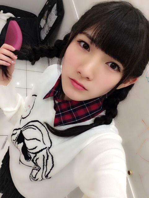 岡田奈々三つ編みも可愛い姿