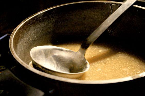 Beste Brühe für die Zuppa Gallurese