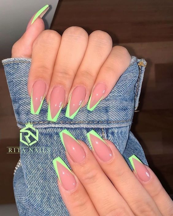 Comfy And Chic Outfit Ideas With Sneakers In 2020 Best Acrylic Nails Pretty Acrylic Nails Summer Acrylic Nails