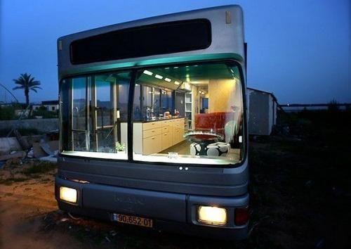 Komfortnyj Dom Na Kolyosah Svoimi Rukami Dom Na Kolesah Peredelannyj Avtobus Shkolnye Avtobusy