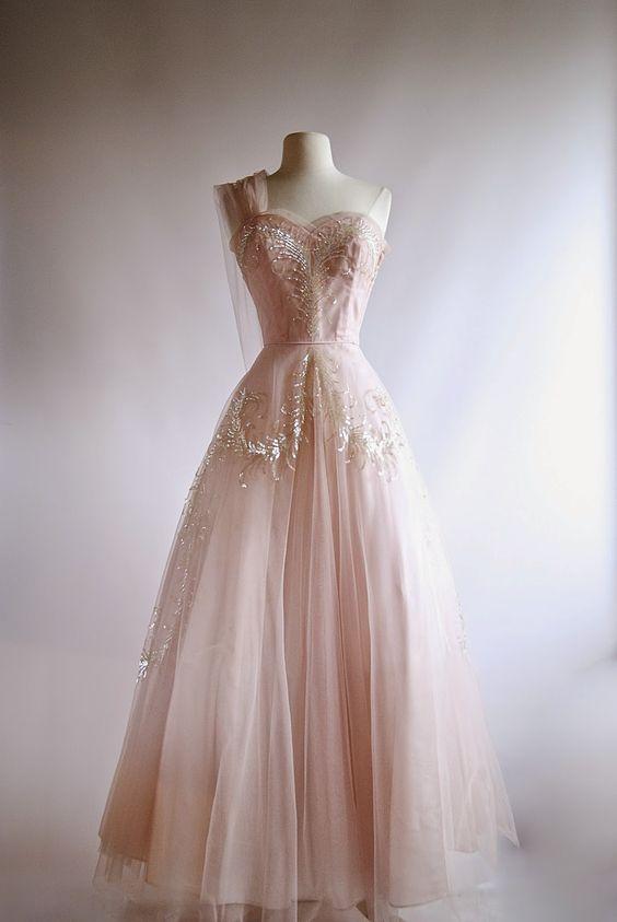 Xtabay Vintage Clothing Boutique - Portland, Oregon: a not so white wedding...