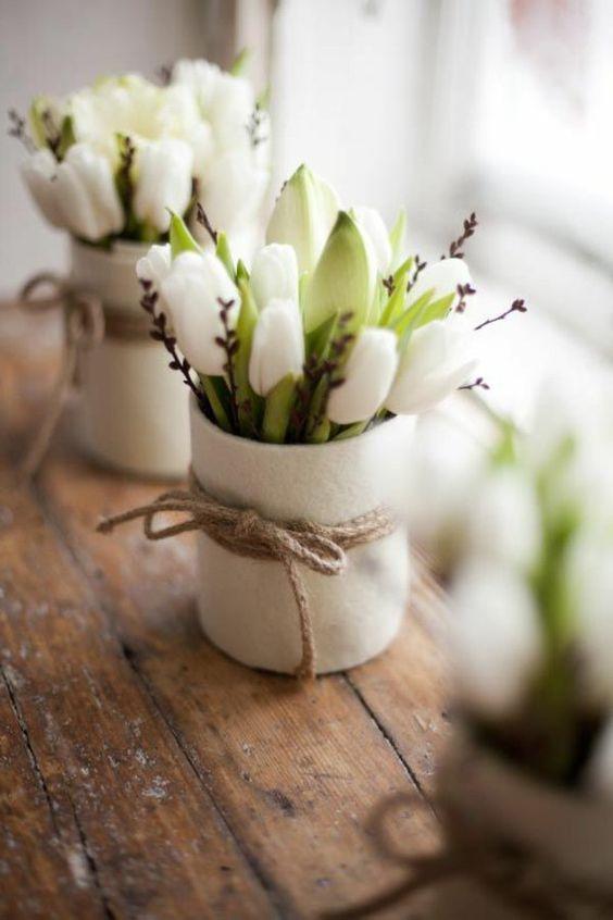 tolle weiße Tulpen als Dekoration: