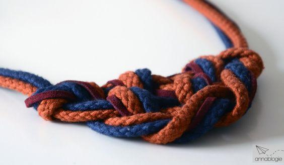 Statement-Ketten baumeln inzwischen fast um jeden Hals. Es gibt sie aus den unterschiedlichsten Materialien und in unzähligen Farben und Formen. Diegroßen Schmuckstücke sind für viele sogar zum al...