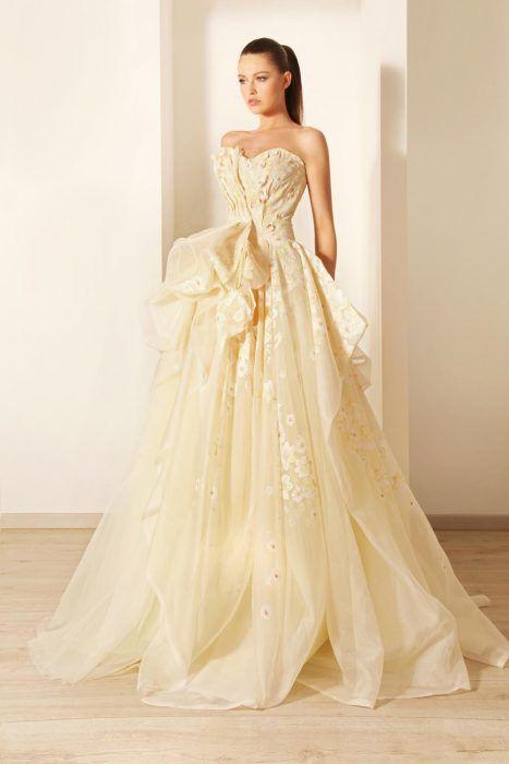 Vestido de novia en color amarillo