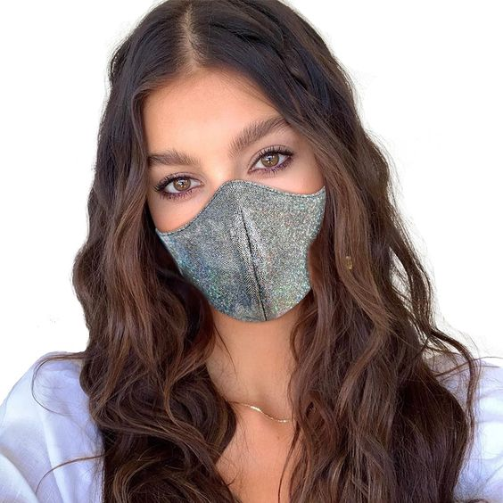Look stylish in this K-Pop style face mask while you protect yourself from dust, pollution, and air-born viruses!