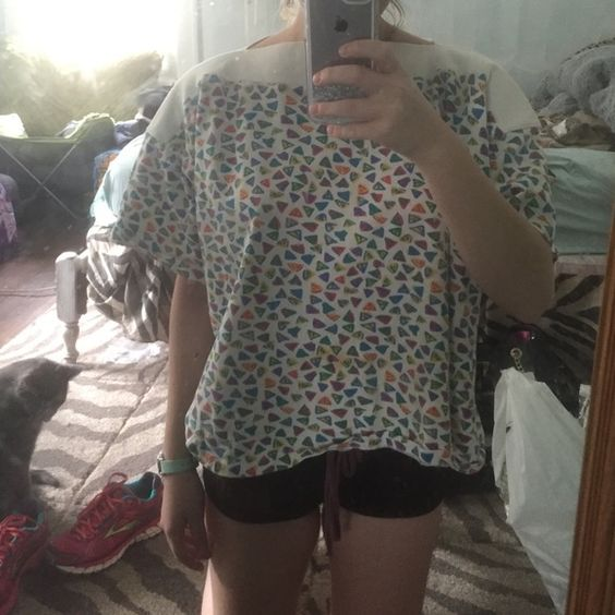 Vintage shirt This is so so so so cute. It's too big on me :'(. Retro print, small stain on the front. Gloria Vanderbilt Tops Tees - Short Sleeve