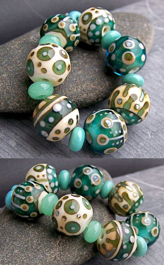 Phenomenal Venetian glass jewelry. Custom made jewelry can be made also with pyrex. The characteristic of borosilicate glass (often grouped together under the common name of Pyrex, whose name derives from the first and primary manufacturer) is represented by the thermal shock resistance and hardness of the structure.