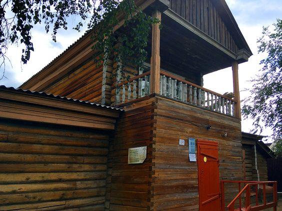 Деревянный дом с мезонином, который, в XIX в. принадлежал жене декабриста М.М. Нарышкина (г. Чита). Фото: Evgenia Shveda
