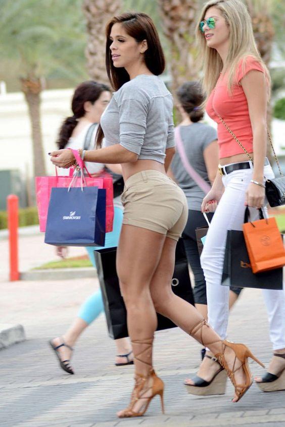 Michelle-Lewin-hot-in-shorts-02-620x930.jpg (620×930)