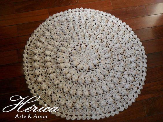 Tapete em Crochê - Doily Rug. Diâmetro 60cm. Trabalho produzido com Barbante Barroco Círculo.