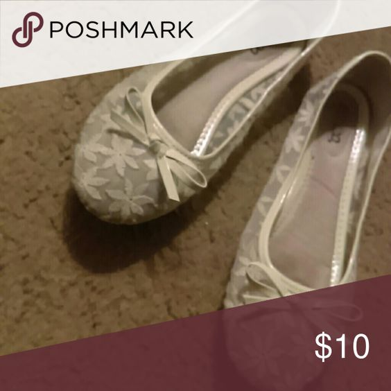 Slightly used BONGO Flats Sheer with flowers, covered toes BONGO Shoes Flats & Loafers