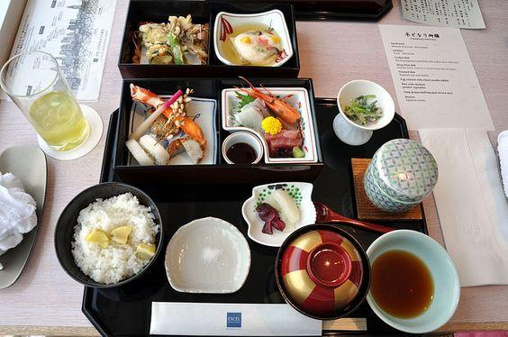 Dieta mediterránea y dieta japonesa, una vida sana y equilibrada. El sabor umami conocido como el quinto sentido, aparece en ambos tipos de alimentación. Es el sabor de los aminoácidos y nucleótidos y nos dice cuando un alimento contiene proteínas http://masquemedicos.com/nutricionistas/