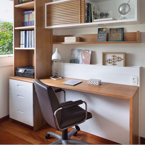 Homeoffice é um pedido cada vez mais frequente, nada melhor que ter em casa um lugar acolhedor para trabalhar ou estudar! #design #bedroom…