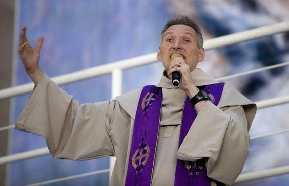 davidmessias: 'Nunca vote em um religioso', afirma Padre Marcelo...