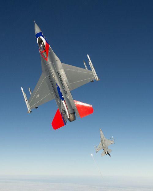 fabforgottennobility:  Texas Air National Guard F-16s by Lockheed Martin on Flickr.